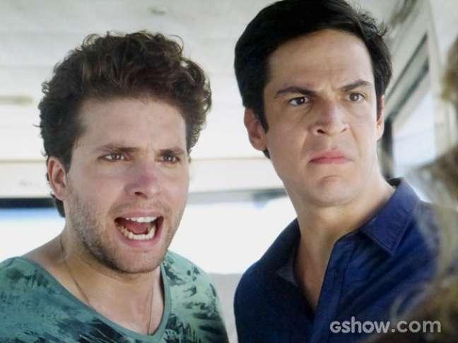 Niko (Thiago Fragoso) e Félix (Mateus Solano) chegam a tempo de impedir uma nova fuga da dermatologista