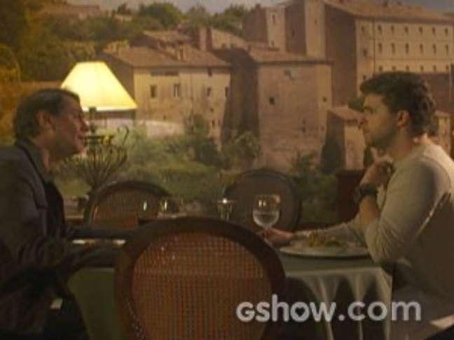 <p>Eron (Marcello Antony) quer reatar seu relacionamento com Niko (Thiago Fragoso), mas ele n&atilde;o d&aacute;&nbsp;bola para o ex</p>