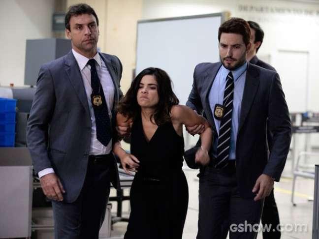 Aline é pega por policiais em cenas do final da trama