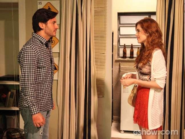 Apaixonada, Natasha visita Thales e o pede em casamento