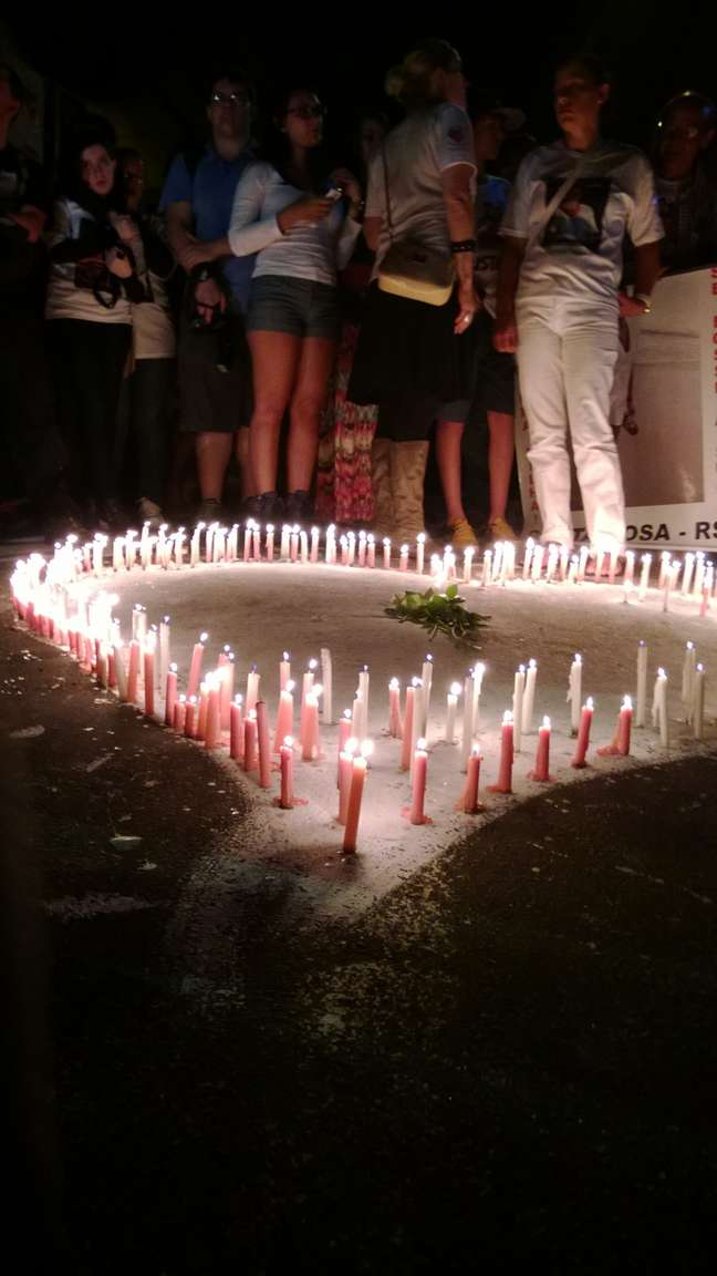 Durante o ato que lembrou um ano das 242 mortes ocorridas na Boate Kiss, na madrugada desta segunda-feira, familiares indignados com a conduta do Ministério Público ameaçaram ocupar a prefeitura e o Ministério Público, caso não haja justiça