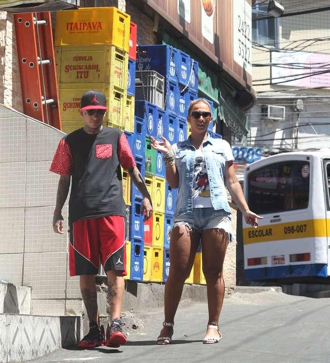 Valesca Popozuda levou o paulista MC Guimê para conhecer a Rocinha, maior comunidade da América Latina, que fica localizada no Rio de Janeiro
