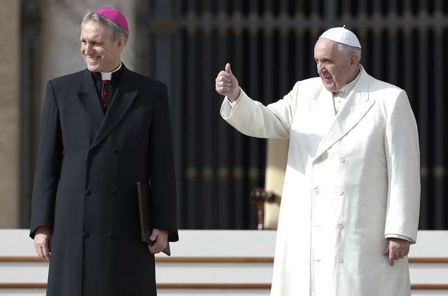 Papa Francisco alfinetou fieis que gostam de cuidar da vida alheia