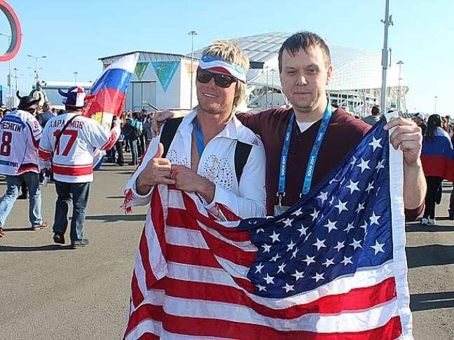 <p>Americanos e russos conviveram em clima de paz em torno do Medal Plaza</p>