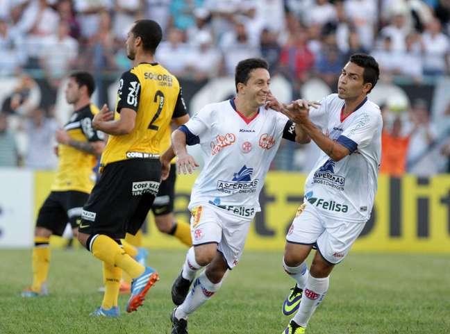 Penapolense atropelou Santos por 4 a 1 neste domingo