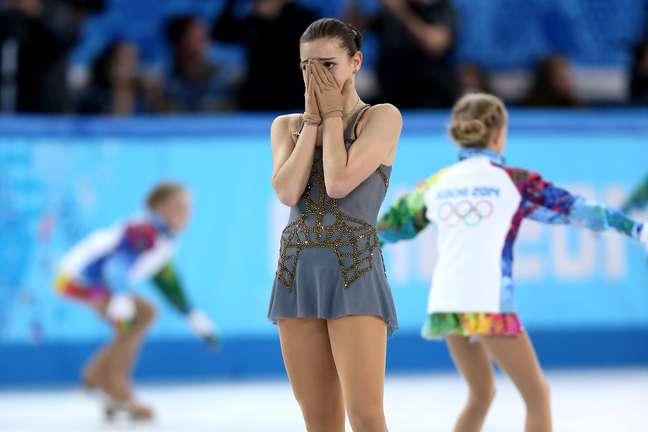 <p>Adelina Sotnikova se emociona com medalha de ouro</p>
