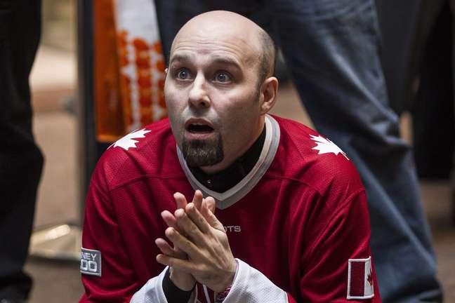 Fã torce em Toronto; maior rivalidade do hóquei tem nova vitória do Canadá