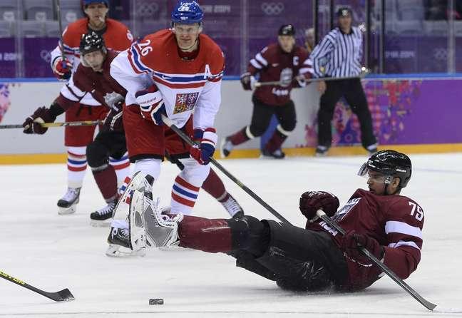 Vitalijs Pavlovs (no chão) foi flagrado no antidoping por uso de substância estimulante