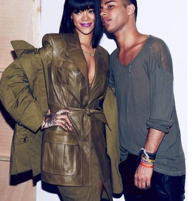 """<p>Rihanna postou foto com Oliver Rousteing no backstage do desfile com a legenda """"minha alma gêmea fashion""""</p>"""