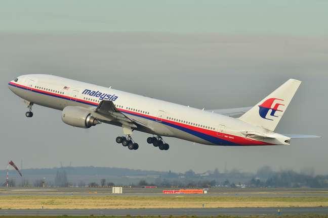 <p>Foto de dezembro de 2011 mostra o Boeing 777 da Malaysia Airlines, que desapareceu das telas de controle de tráfego aéreo nas primeiras horas deste sábado, transportando 239 pessoas</p>