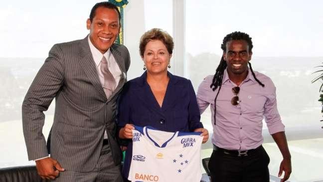 <p>Márcio Chagas e o jogador Tinga, também alvo de racismo, se encontraram com a presidente Dilma em ato contra o preconceito,em Brasília</p>