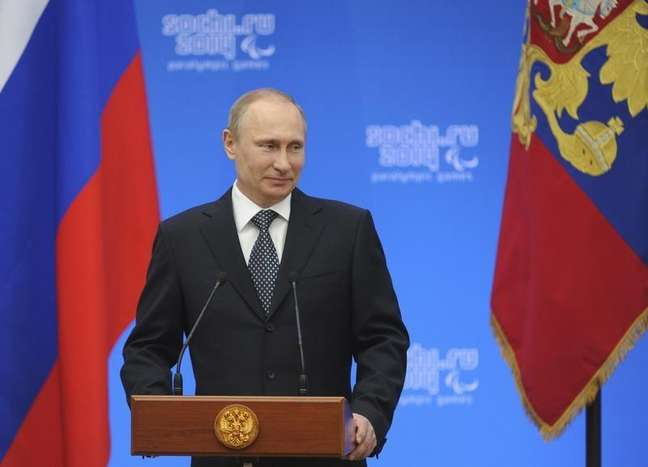 <p>O presidente russo, Vladimir Putin, declarou constru&ccedil;&atilde;o de ponte entre R&uacute;ssia e Crimeia nesta quarta-feira</p>