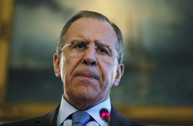 """O chanceler russo, Sergei Lavrov, durante coletiva de imprensa na sexta-feira, em Londres. O chanceler disse ao secretário de Estado norte-americano, John Kerry, que as sanções ocidentais sobre a disputa na Crimeia eram """"inaceitáveis"""" e poderão ter consequências. 14/03/2014"""