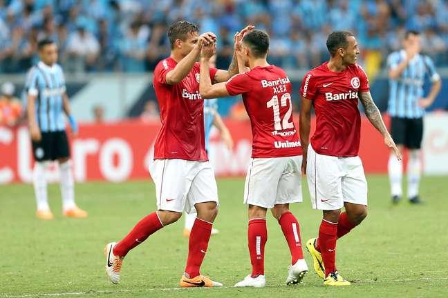 Rafael Moura marcou os dois gols do Internacional