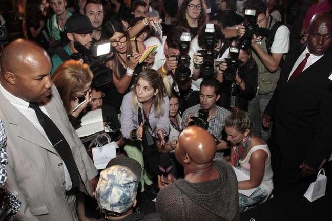 <p>Anderson Silva ficou incomodado com o assédio de curiosos e da imprensa</p>