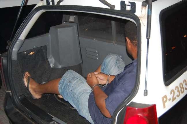O pastor foi preso por volta das 16h30, na casa dos pais, em Araçatuba, cidade próxima a Birigui, onde ele estava morando desde que sua mulher o expulsou de casa