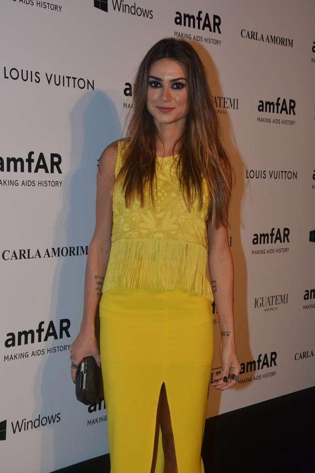 <p>Thaila Ayala falou sobre o desfile e vida pessoal no Fashion Rio</p>