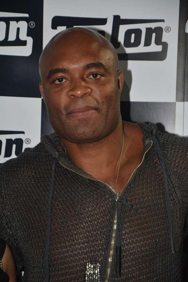 <p>O lutador de MMA Anderson Silva conferiu o SPFWna terça-feira (1)</p>