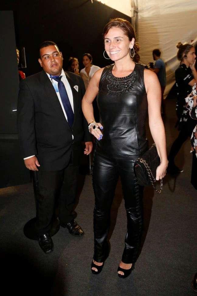 Giovanna Antonelli se destacou com peças de couro na chegada à Marina da Glória nesta quinta-feira