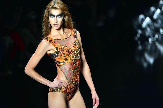 Triya faz desfile colorido e esvoaçante no Fashion Rio