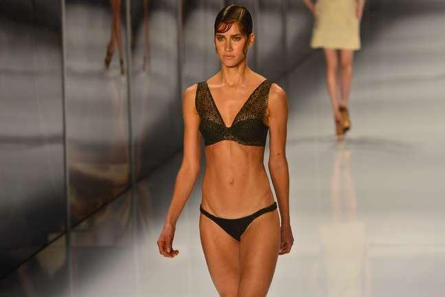 <p>Lenny Niemeyer foi a última grife a desfilar no Fashion Rio, na noite desta sexta-feira; marca apostou em tops e moda praia sofisticada</p>