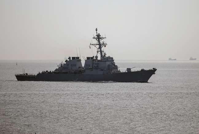 """<p>Navio de guerra dos Estados Unidos navega a caminho do Mar Negro. Segundo o Pentágono, avião russo sobrevoou uma embarcação norte-americana, causando desconforto e sensação de """"provocação""""</p>"""