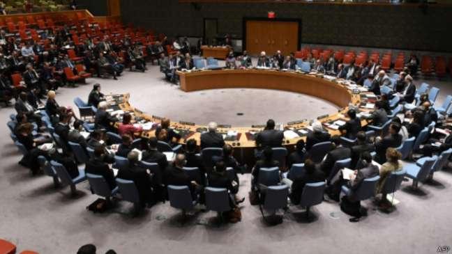 Em reunião de emergência, embaixador russo disse que governo ucraniano não ouve opiniões do leste do país
