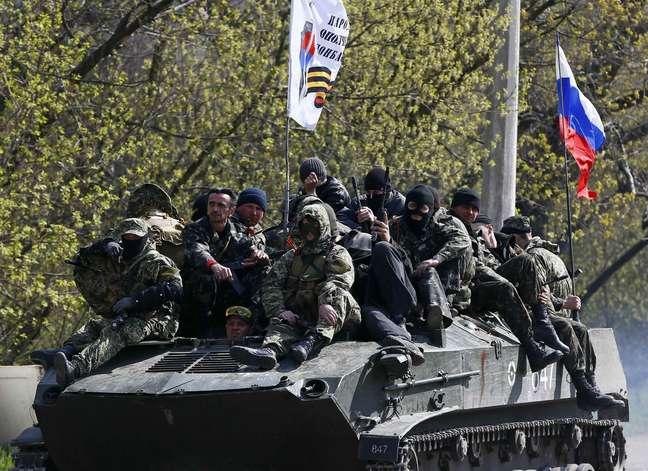 Grupo hasteou bandeira russa em tanque tomado ao Exército ucraniano