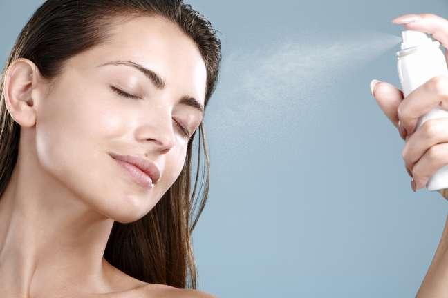 Enriquecida com vitaminas e extratos vegetais, a água vitaminada vem fazendo o maior sucesso entre as mulheres por revitalizar a pele, garantindo ainda mais hidratação e luminosidade