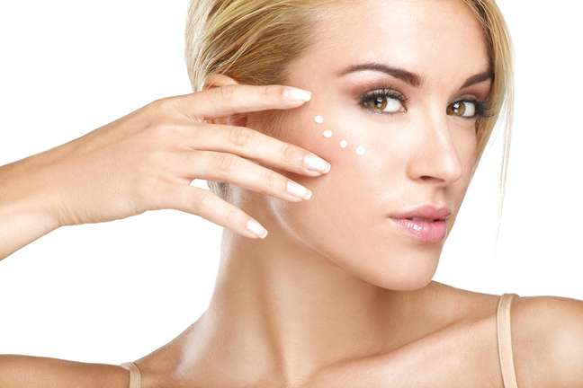 Paciência é fundamental para quem faz uso de cremes de tratamento para a pele, já que o resultado dos produtos leva, em média, de um a três meses para aparecer