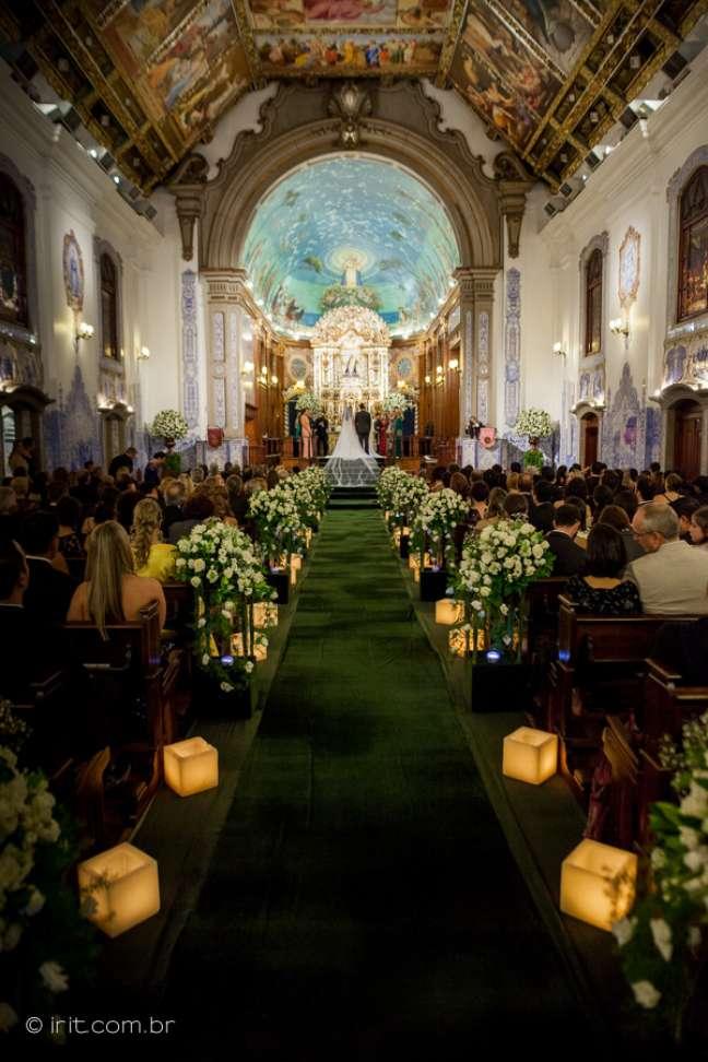 Tradição, pinturas e beleza da igreja é o que chamam a atenção de noivos