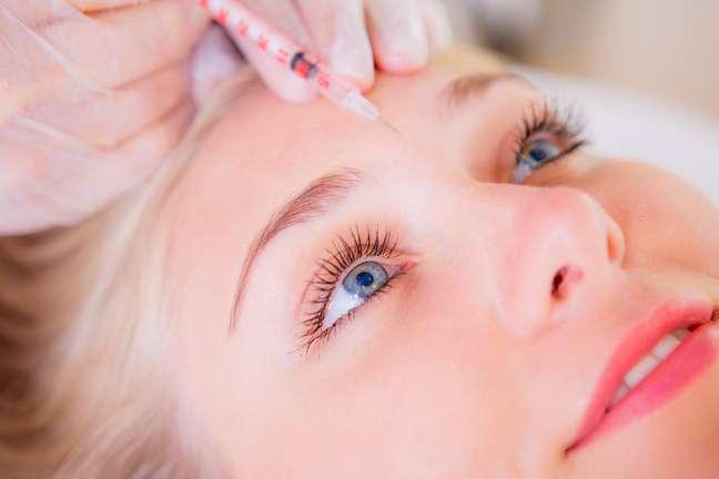 Segundo pesquisas apresentadas nos EUA, o ativo é capaz de funcionar como um verdadeiro antidepressivo quando aplicado na região compreendida entre as sobrancelhas