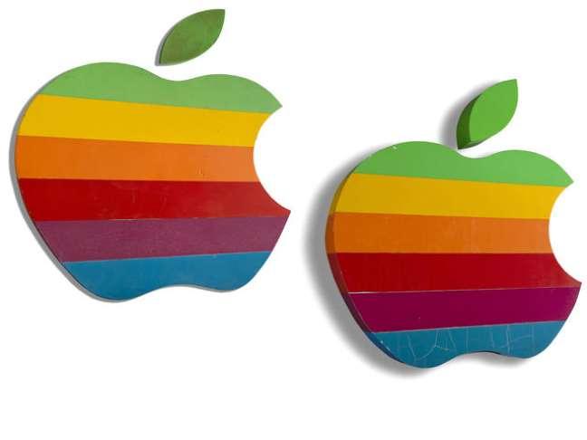 O arco-íris da Apple foi feito em 1977 e utilizado pela empresa até meados de 1997, quando a imagem passou a ser monocromática