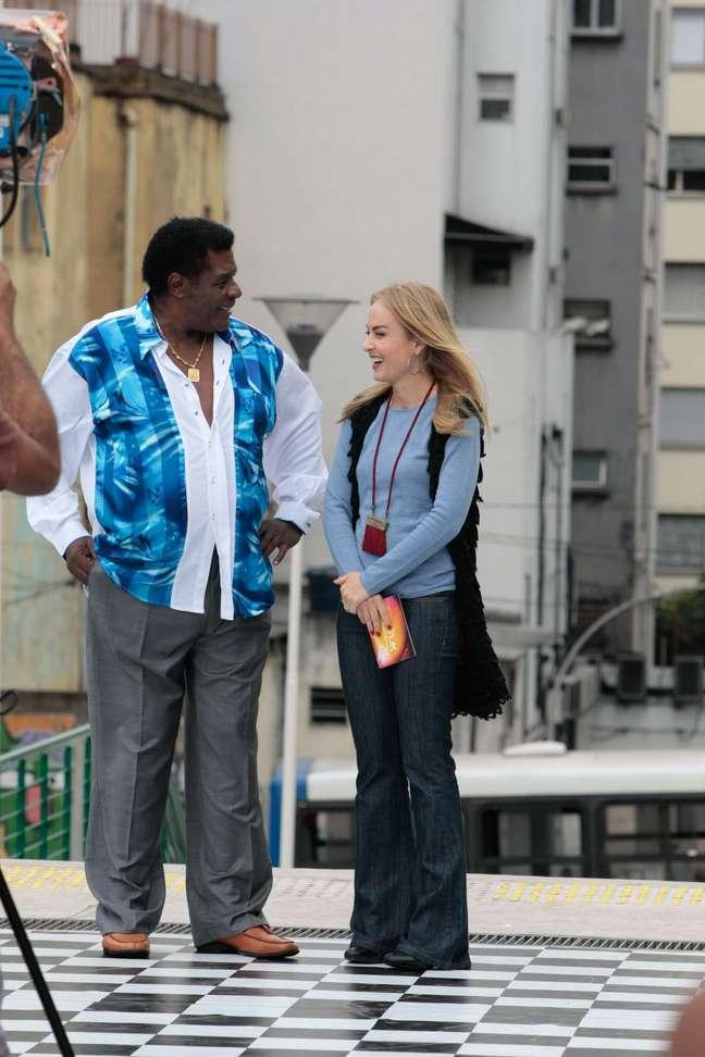 <p>Angélica e Tony Tornado estiverem presentes na Praça Roosevelt, em São Paulo, nesta segunda-feira (26),para gravação do programa<em>Estrelas</em></p>