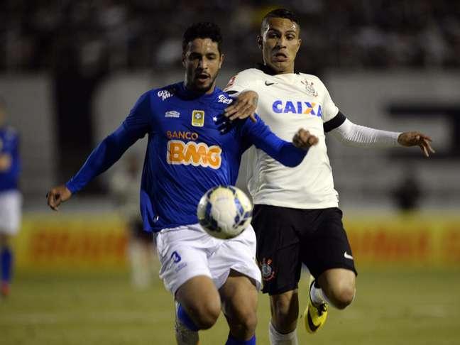Guerrero aperta marcação contra cruzeirense