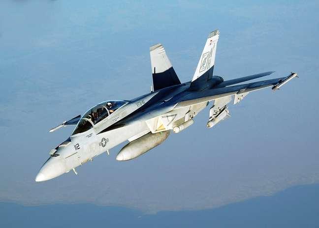 Caça americano modelo F/A-18 Super Hornet