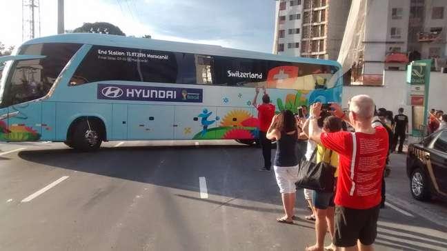 Suíça contou com apoio de torcedores em saída de ônibus