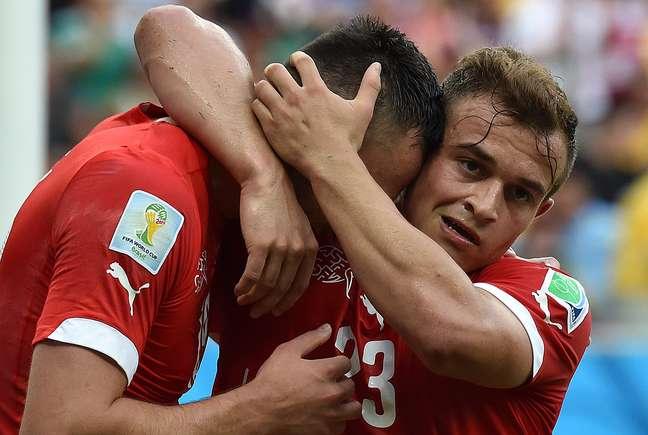 <p>Suíça venceu por 3 a 0 e garantiu classificação às oitavas de final</p>
