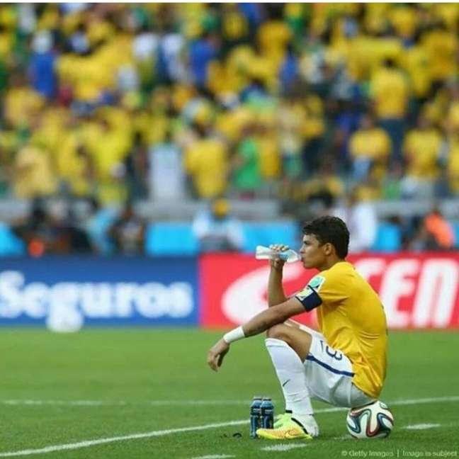 <p>Thiago Silva chorou contra Chile e teve faixa de capitão questionada</p>