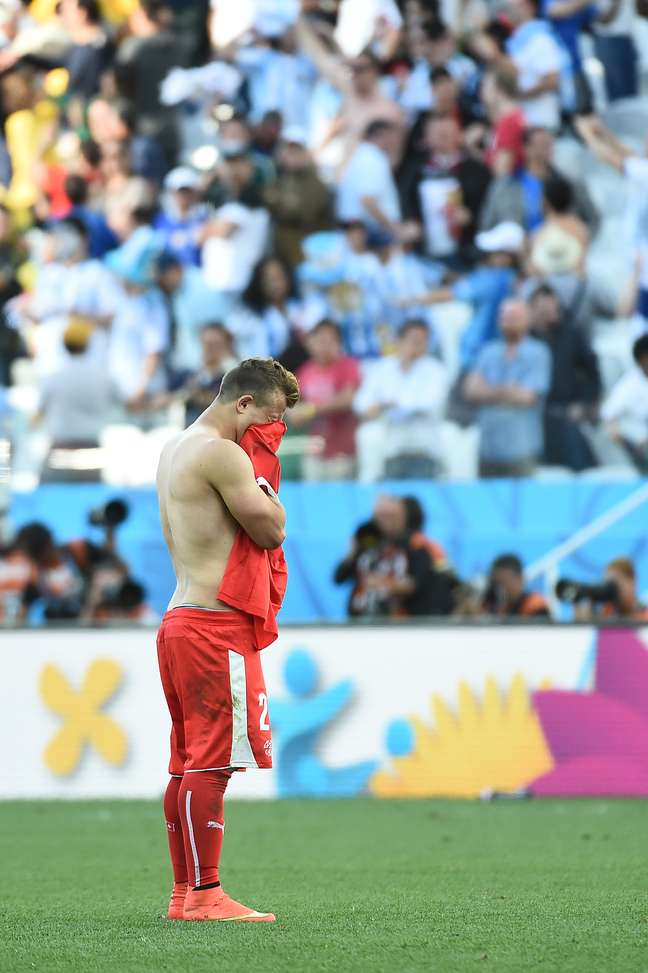 <p>Ap&oacute;s gol marcado no final da prorroga&ccedil;&atilde;o pela Argentina, os jogadores da Su&iacute;&ccedil;a lamentaram a elimina&ccedil;&atilde;o e muitos acabaram chorando no gramado da Arena Corinthians, em S&atilde;o Paulo. Na foto, Xherdan Shaqiri chora ao final do jogo.</p>