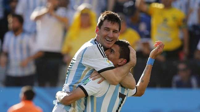 <p>Messi e Di Maria comemoram gol da Argentina durante jogo contra a Suíça</p>