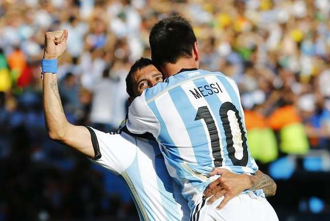 <p>Di María comemora gol da Argentina com Messi</p>