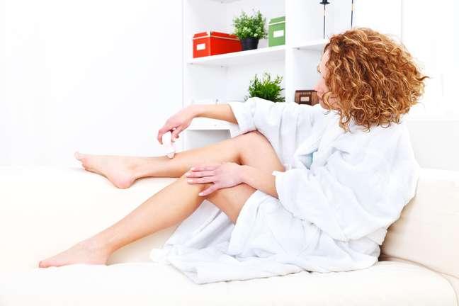 Para facilitar a depilação e proporcionar mais conforto e praticidade para as mulheres, um aparelho recém-chegado ao Brasil promete remover os pelos definitivamente e sem dor