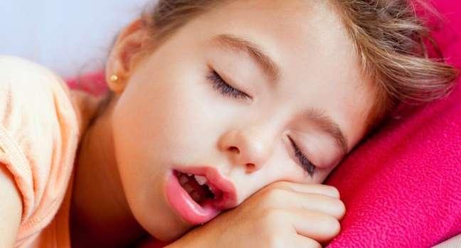 Uma vez adquirido o hábito de respirar pela boca, o tratamento deve ser iniciado o quanto antes, do contrário, pode haver mudanças nos dentes e face
