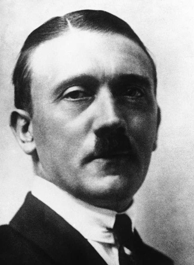 <p>Documento americano também desmascara duas lendas a respeito de Hitler: ele não era gay e não sofreu um acidente de guerra envolvendo seus testículos</p>