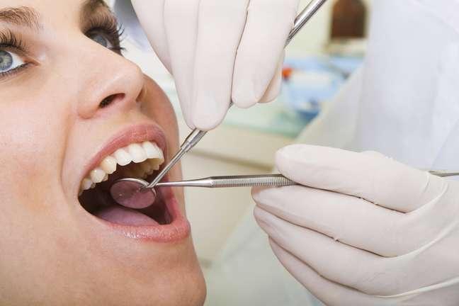 <p>Consulte a su dentista y pídale que recomiende productos de higiene bucal que ayuden a mantener la durabilidad de las restauraciones dentales.</p>