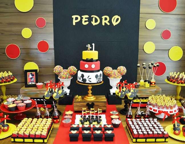 <p>Aniversário com tema do Mickey decoradopela Invento Festa</p>