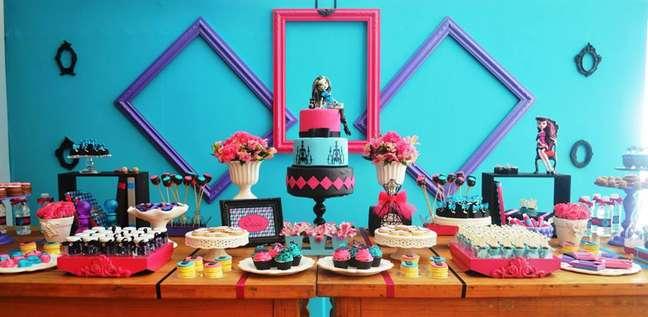 <p>Monter High é tema de aniversário decorado pela Invento Festa</p>