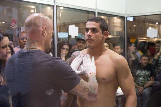 <p>Uma das grandes atrações do Tattoo Week 2014, maior convenção de tatuagem da América Latina, o tatuador israelita Ami James, do programa<em>Miami INK,</em>chamou atenção durante o último dia do evento, realizado entre 18 e 20 de julho</p>