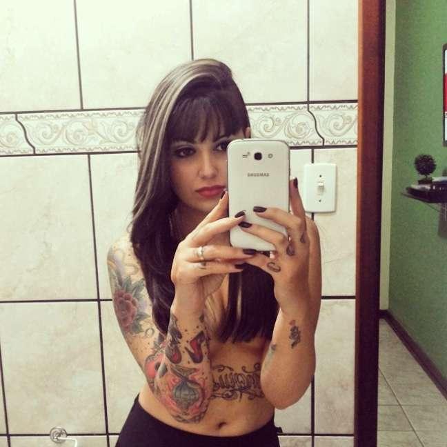 A tatuadora Bruna Barros, de São Paulo, foi a grande vencedora do concurso Miss Tattoo Week, realizado no último domingo (20). Entre os desenhos, Bruna tem uma grande caveira nas costas, uma raposa no pescoço e várias outras tatuagens que ocupam pernas e braços